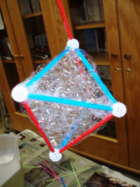 Aglomerado de burbujas en un octaedro