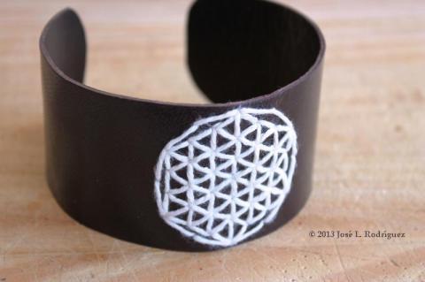 Bracelet. Flower of live.